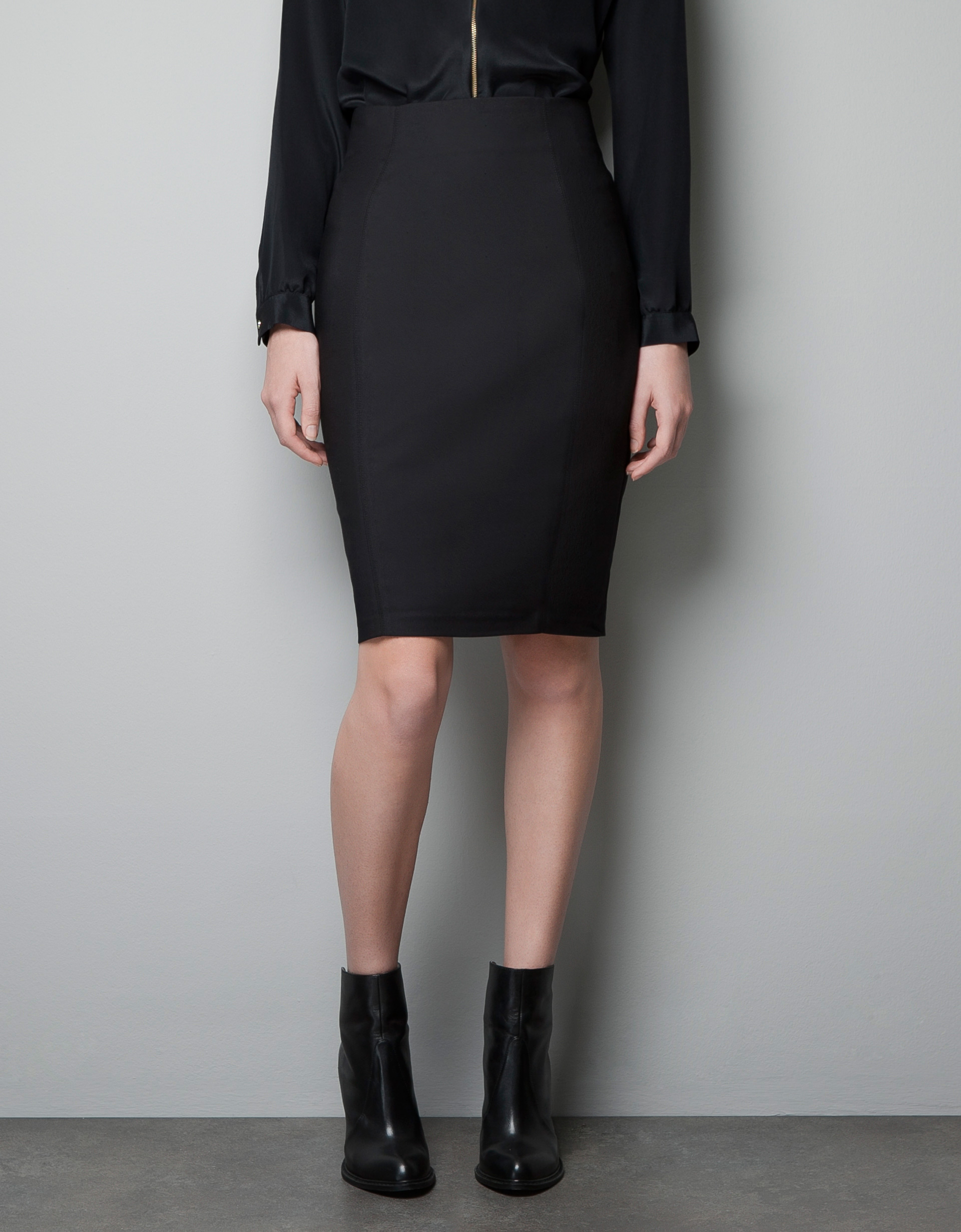 Zara Pencil Skirt with Zip in Black | Lyst