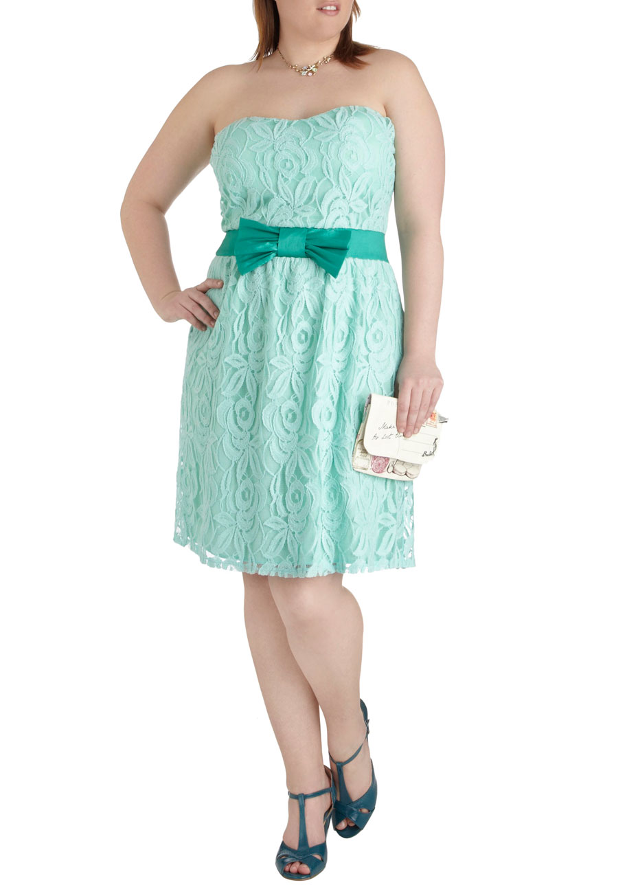 Modcloth Poise For The Camera Dress in Plus Size in Green ... - photo #3