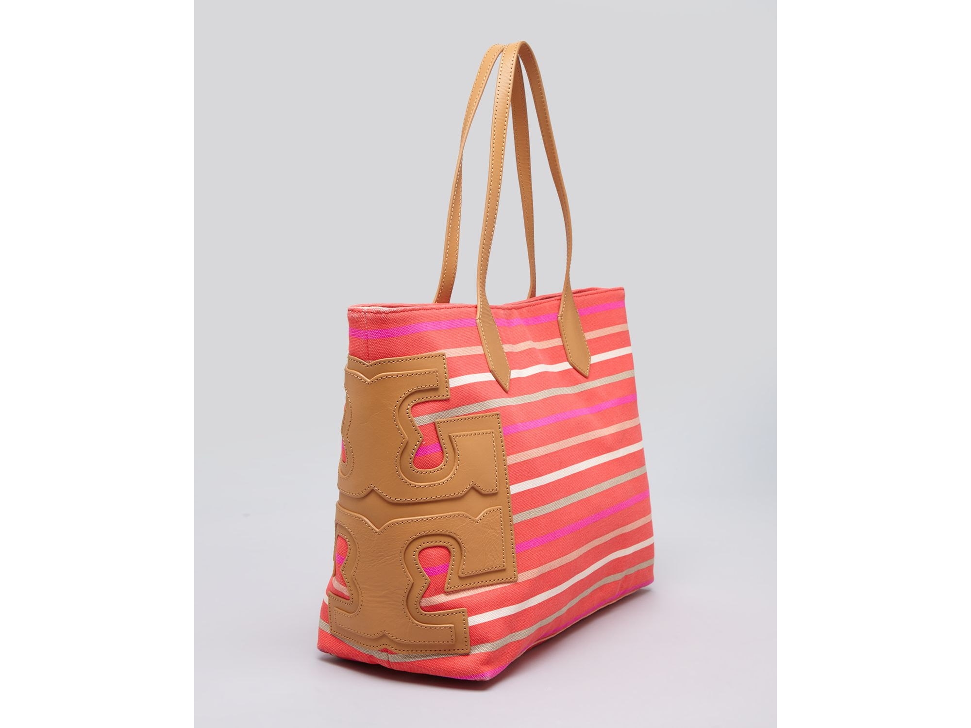 ffe5abf80e3c Lyst - Tory Burch Tote Stacked T East West Classic Stripe in Red