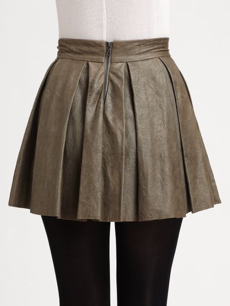 louise box pleat leather skirt in gray