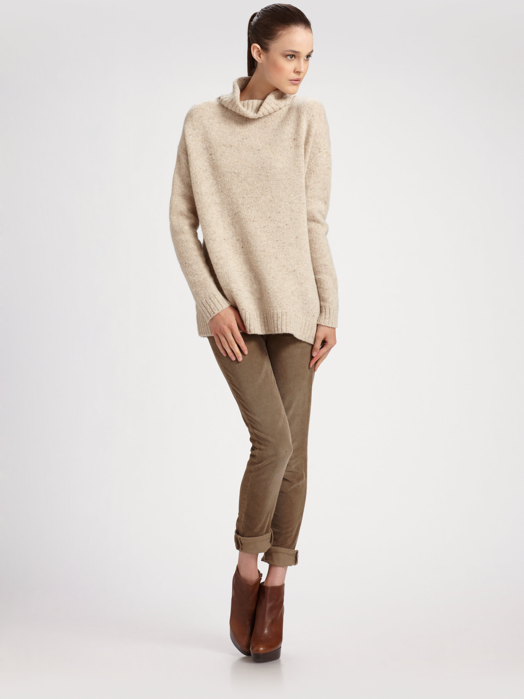 Vince Turtleneck Sweater in Natural | Lyst