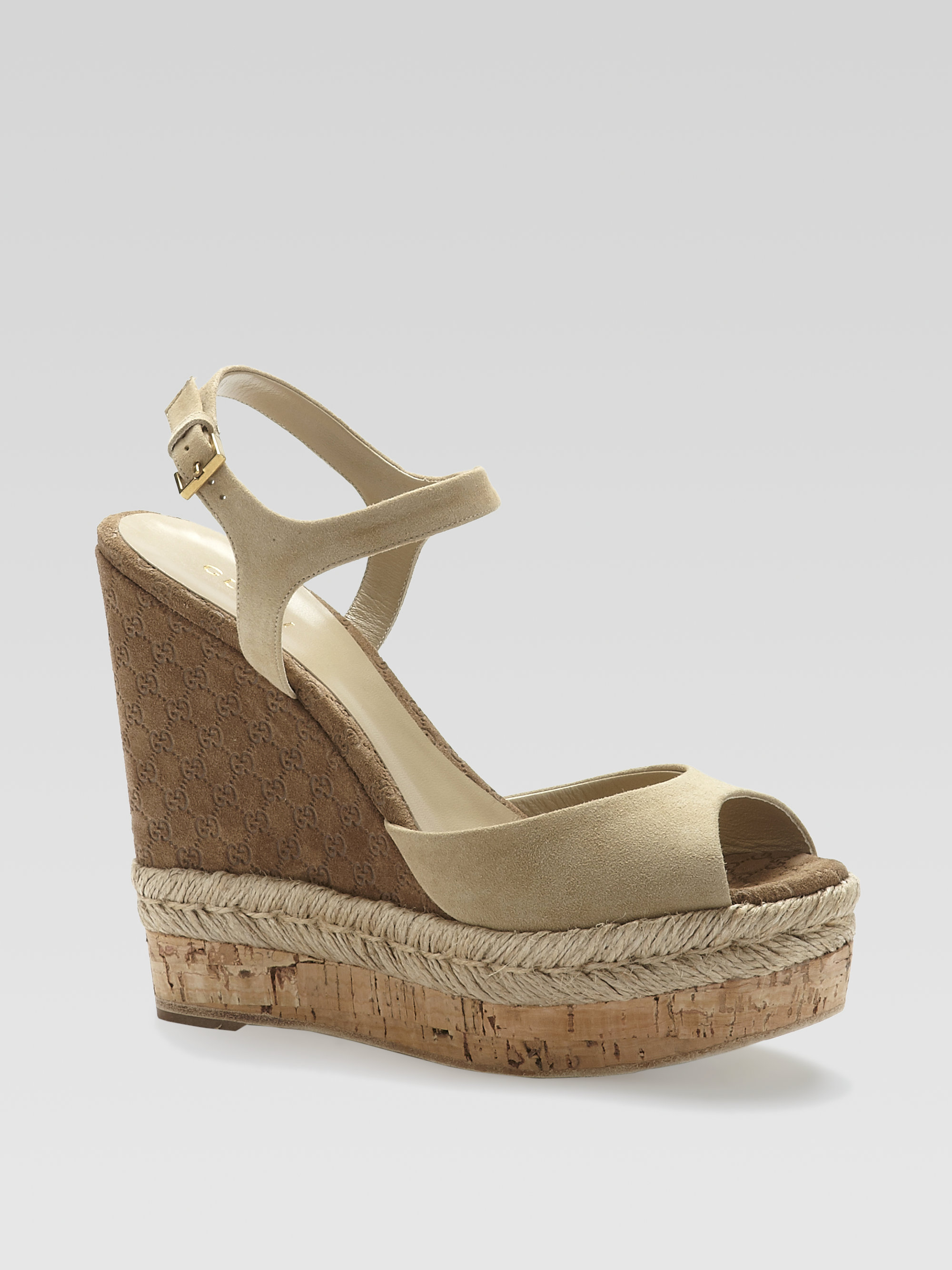 101aa9470d93 Lyst - Gucci Hollie Suede Cork Wedge Sandals in Natural