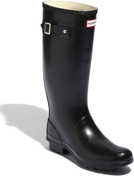 Model Wide Calf Rain Boot Giveaway From Jileon