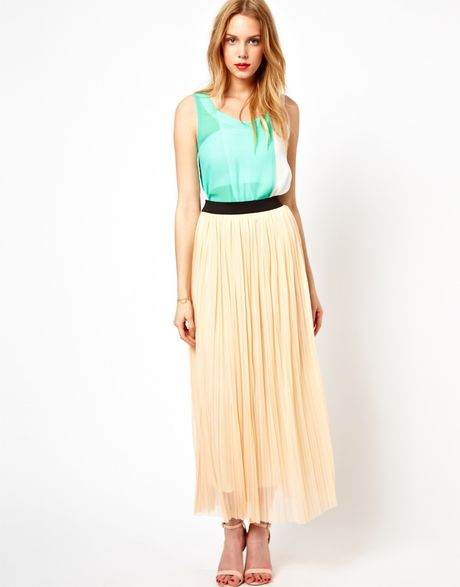 pleated maxi skirt in beige lyst