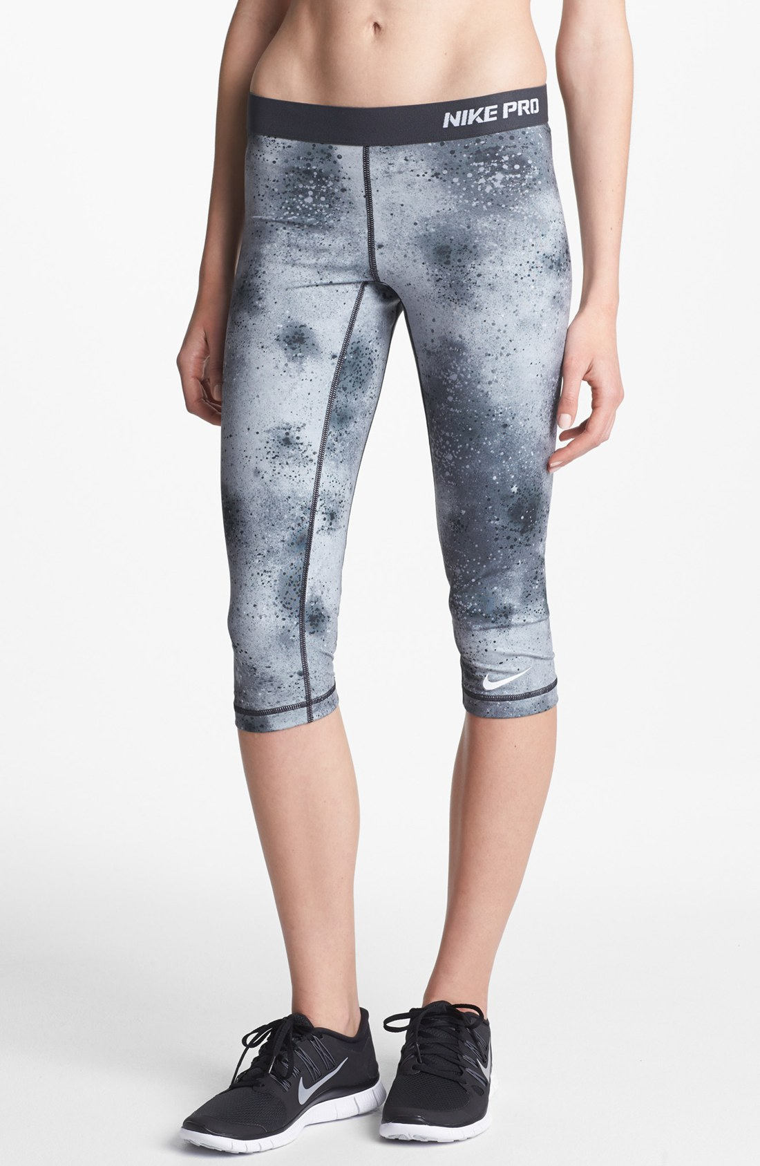 nike pro print capri leggings in gray stadium grey black. Black Bedroom Furniture Sets. Home Design Ideas