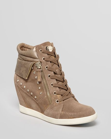 guess wedge sneakers hitzo in beige deep camel lyst