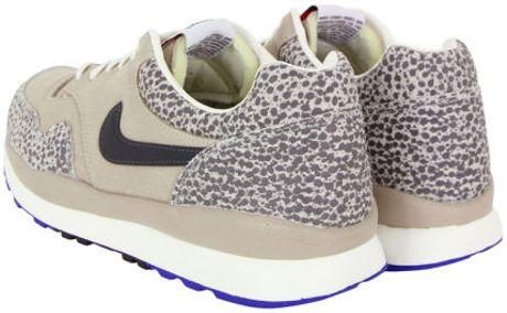 best loved b6973 178ef Nike Mens Air Safari Vintage Sneaker