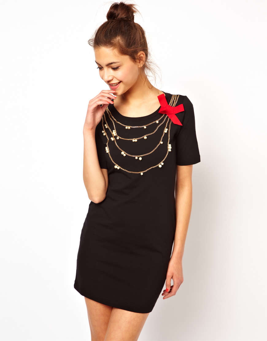 Gold necklace with black dress