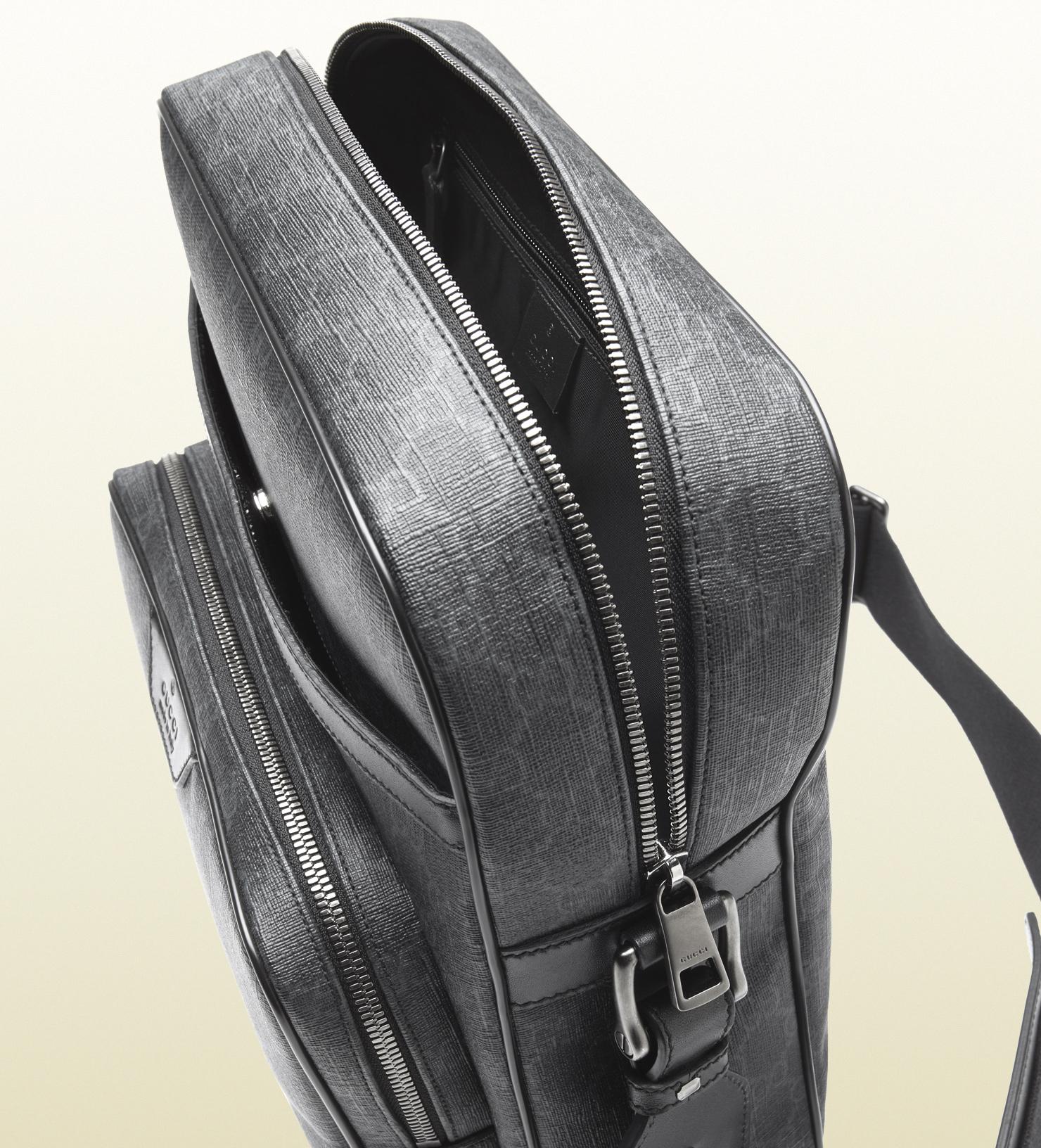 3228e698bf2 Lyst - Gucci Gg Supreme Canvas Flight Bag in Black for Men