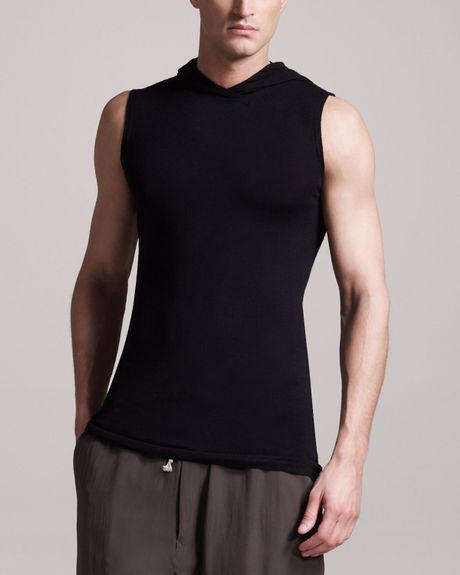About Men's Sleeveless Hoodie Whether you are headed to a workout or just hanging out with friends, a men's sleeveless hoodie looks great and is extremely comfortable to wear. There is a vast inventory of men's hoodies on eBay, with a variety of colors and sizes to choose from.