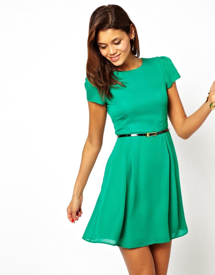 Платье приталенное короткое