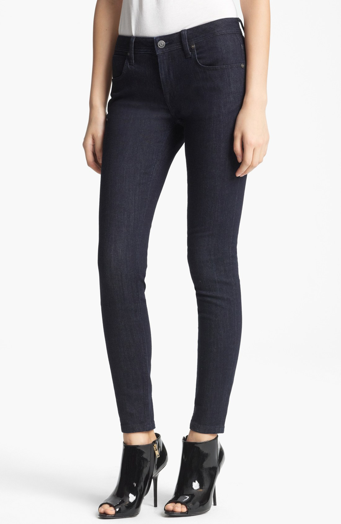 No matter how sneaky the Ninja at Nightfall Black Ankle Skinny Jeans tried to be, we couldn't help but notice how awesome they are! Belt loops, and a top button with hidden zip fly, sit atop a classic five-pocket cut, all constructed by a rich, black, stretch denim.