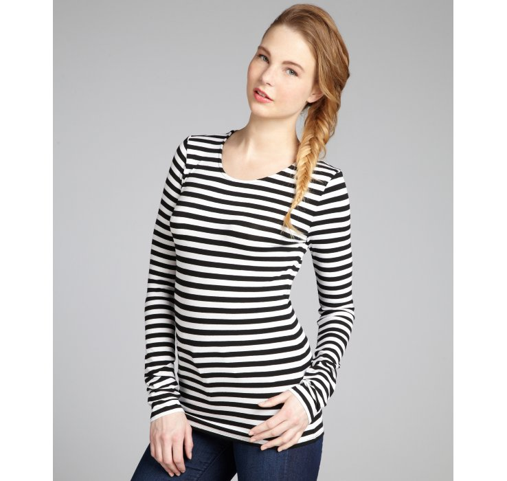It's brunch time, so toss on the Cole Valley Black and White Striped Top and get to the cafe! This cool woven top has a stripe print, V-neck, and long sleeves with button cuffs. Partial button placket travels down the cropped bodice (with darting) to a tying hem/5(32).