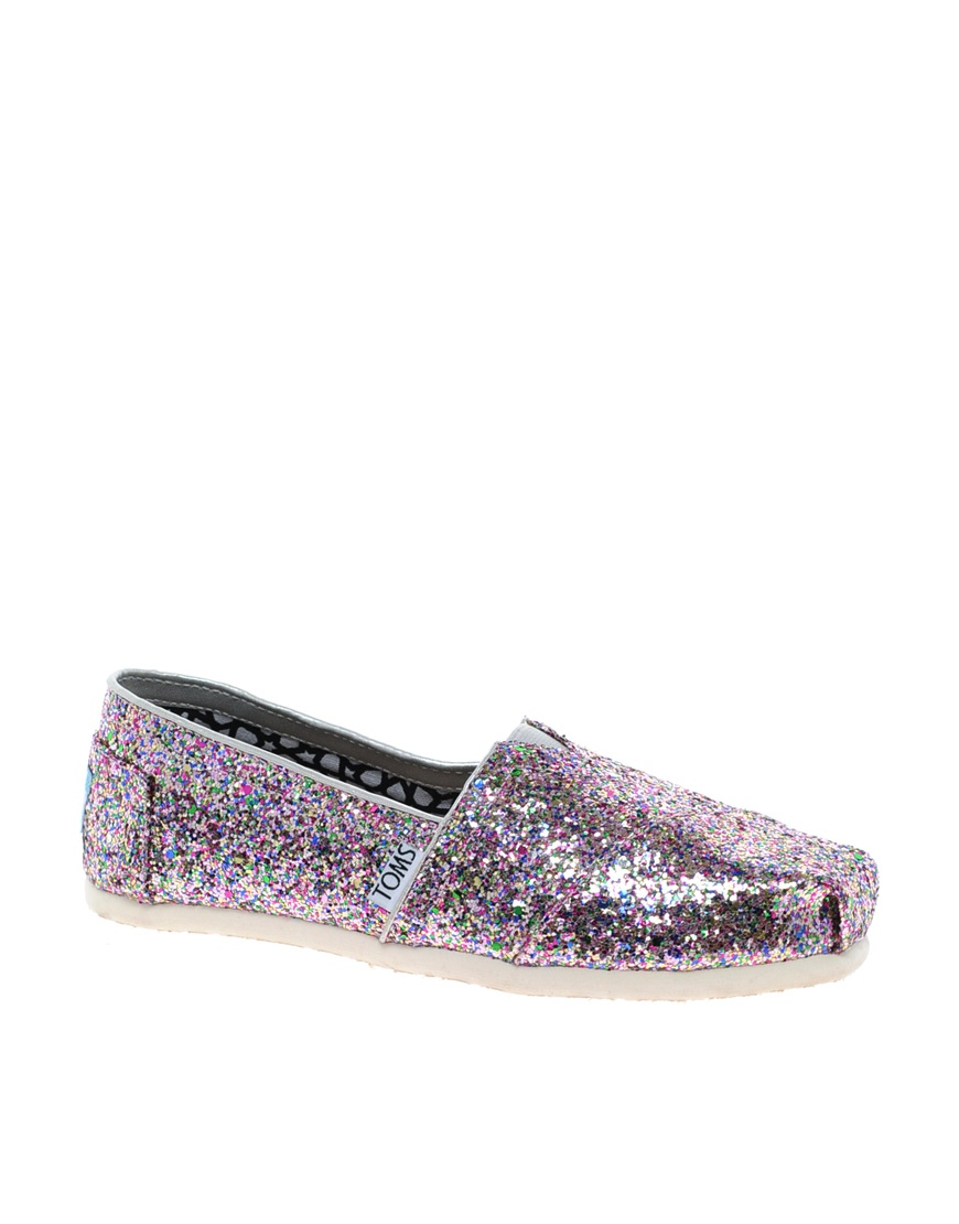 Tabitha Simmons Hermione (champagne Fine Glitter) Women's Shoes - Keep it cutting edge and casual with the effortless look of the Hermione flats from Tabitha Simmons.