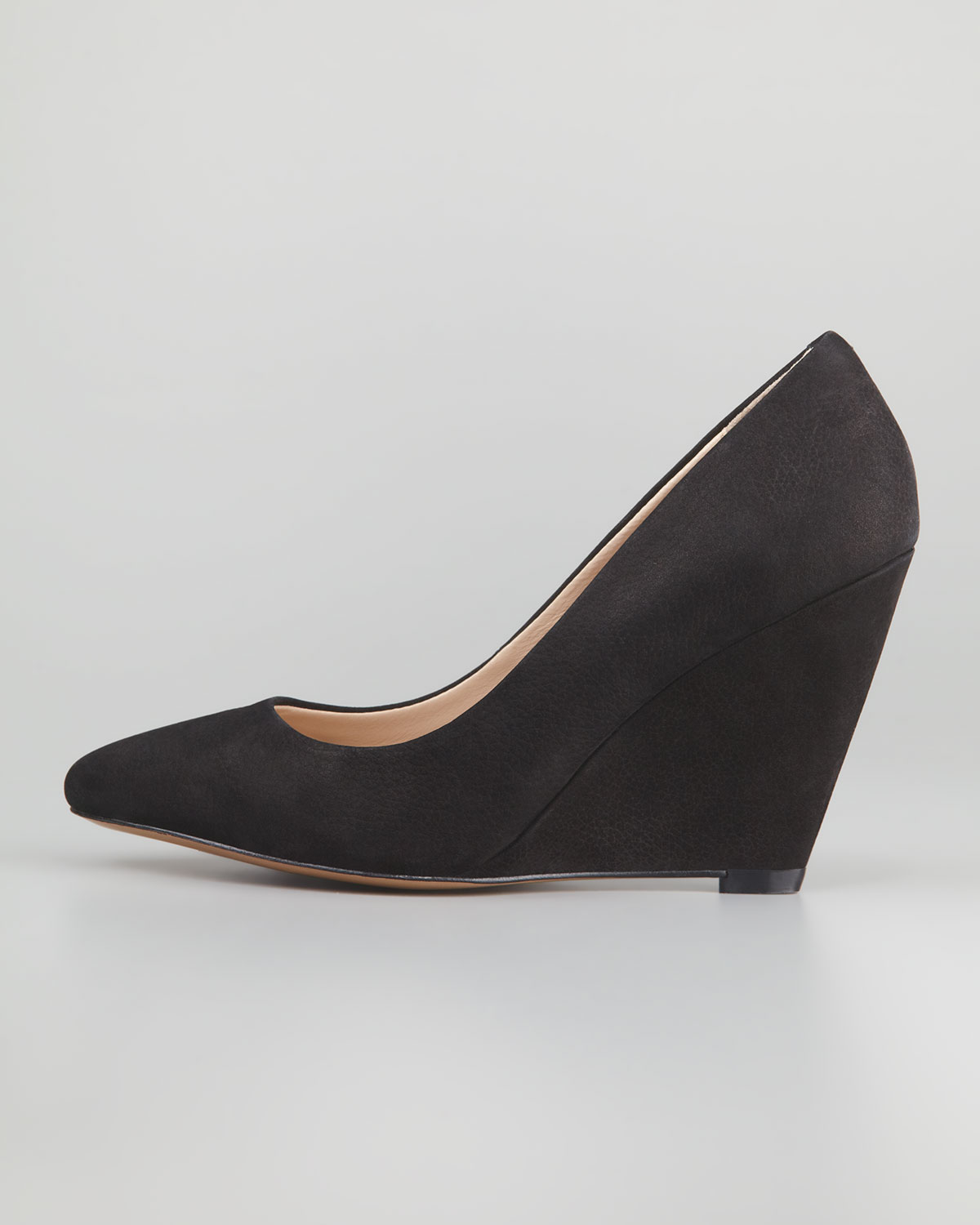 Pour la victoire Mai Suede Wedge Pump Black in Black | Lyst