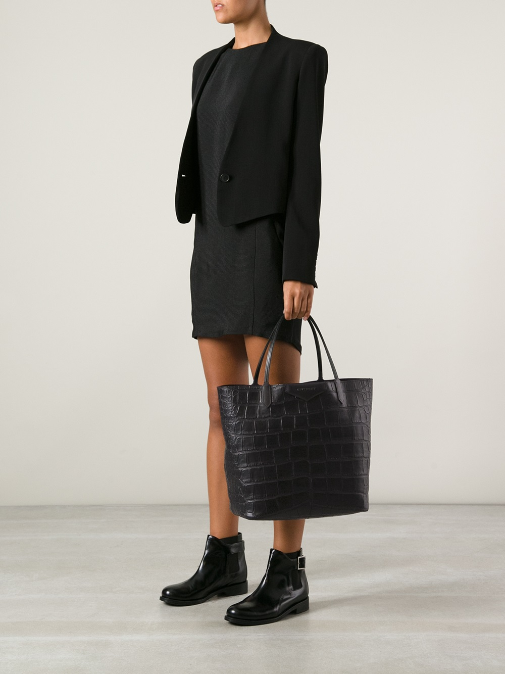 acf25ca71c Lyst - Givenchy Antigona Large Shopping Tote in Black
