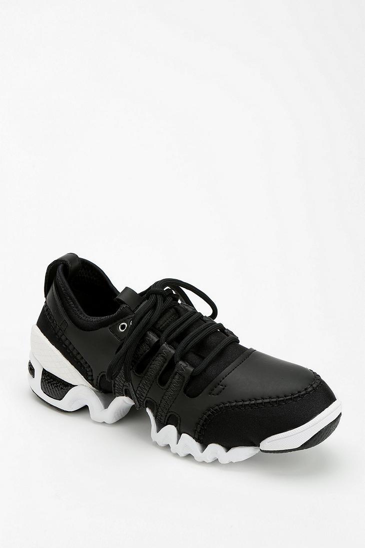 lyst urban outfitters adidas sneaker slvr laufen in schwarz für männer
