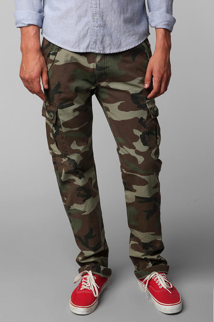 Camo Pants Shop Sportsman's Guide for rugged camo hunting pants for men to blend in with the landscape in a variety of camouflage patterns. Increase your likelihood of a successful hunt with the right pair of hunting pants.