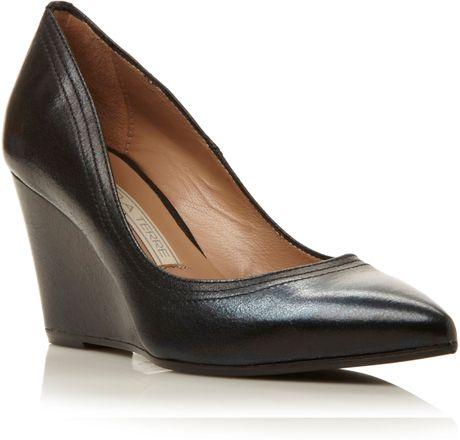 Pied A Terre Ansayp Pointed Wedge Court Shoes In Black