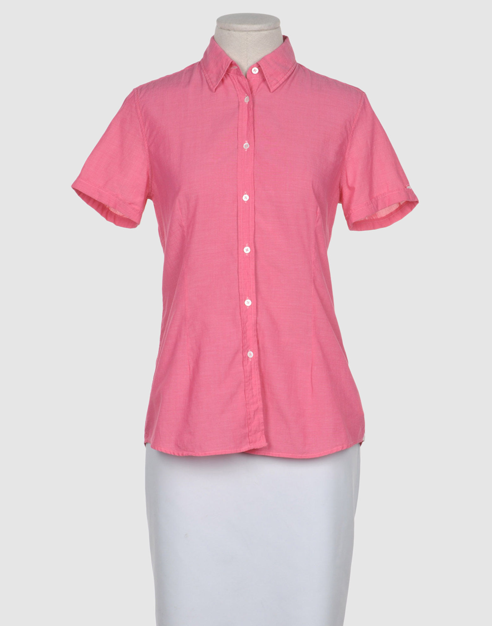 Gingham Womens Short-Sleeve Shirt. Our feminine take on a service industry staple, our short-sleeve gingham button-down gets a fitted update – just in time for summer. Made to flatter with an inverted pleat and added darts, this shirt offers an instant wardrobe upgrade.