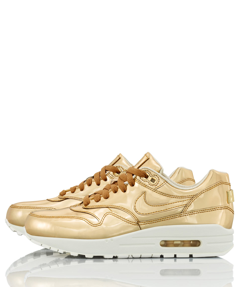 nike gold trainers