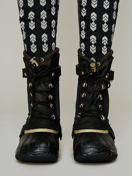 sorel conquest carly short boot in black lyst