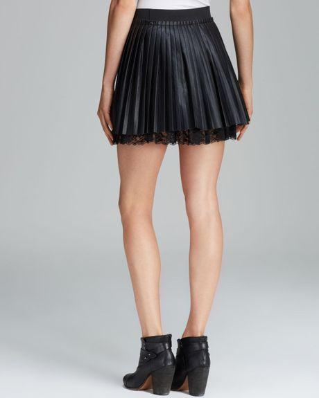 guess mini skirt pleated in black jet black lyst