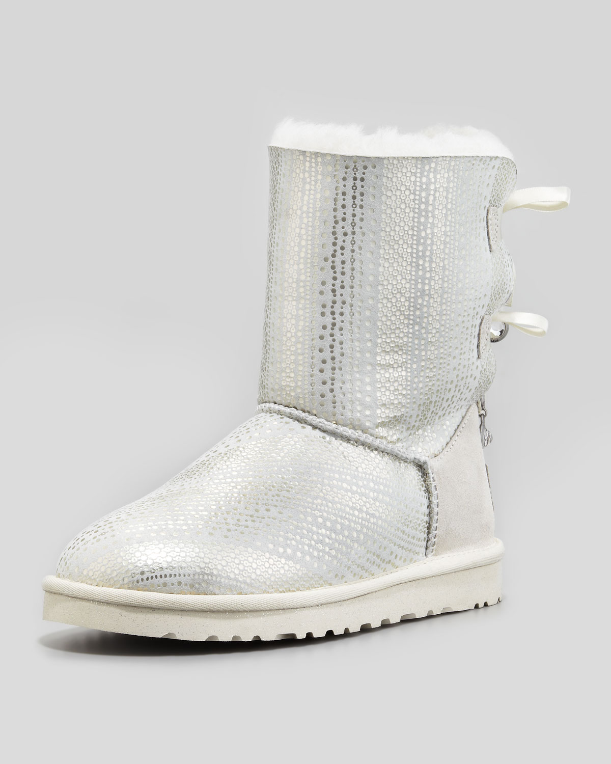 b0e0cebfb91 UGG Holiday Bailey Bowback Short Boot White in Metallic - Lyst