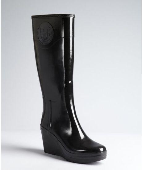 black rubber chery wedge heel boots in