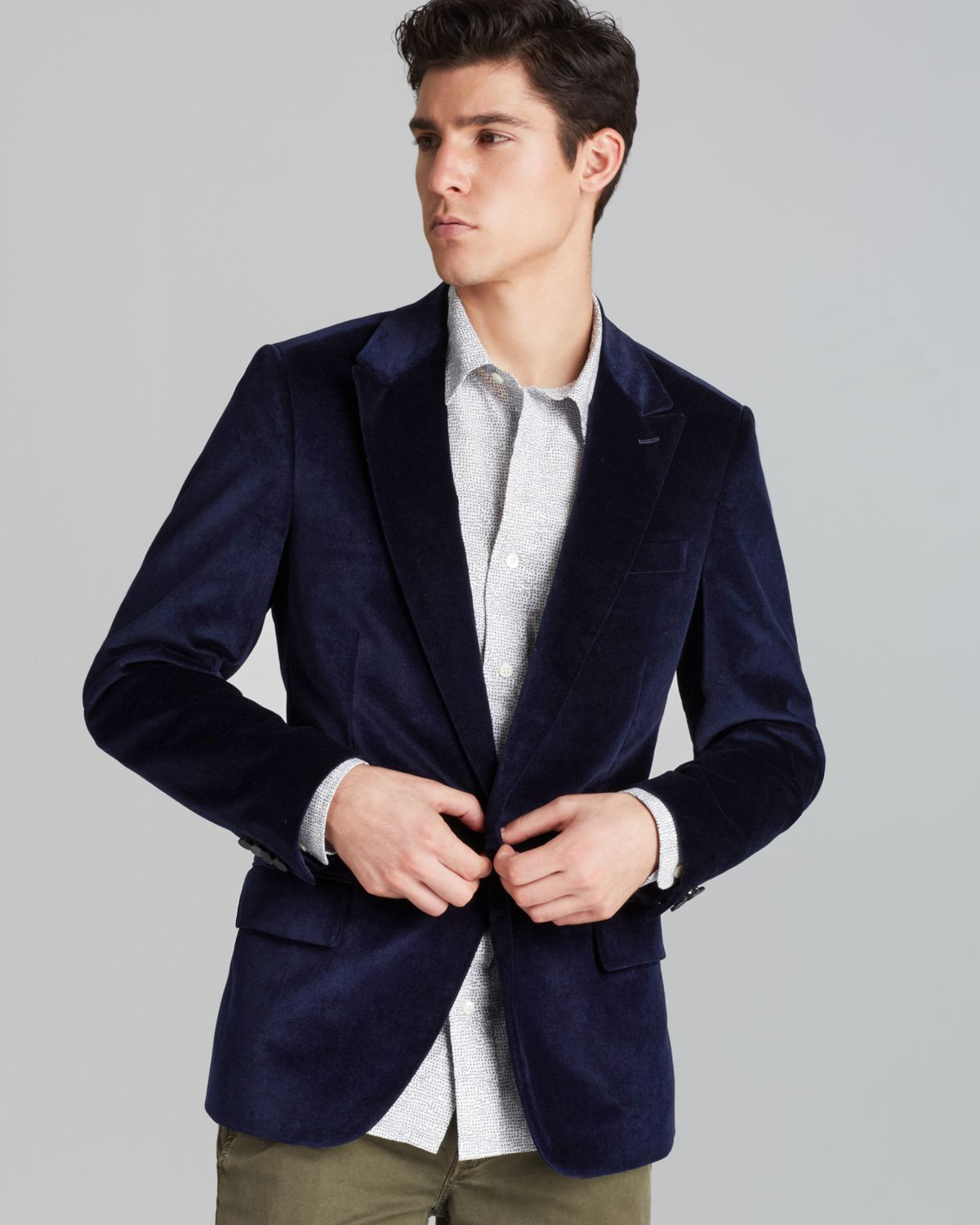 Discover Zegna fall winter collection double-breasted blazers for men made of wool, silk or cotton. Perfect for casual and formal occasions.