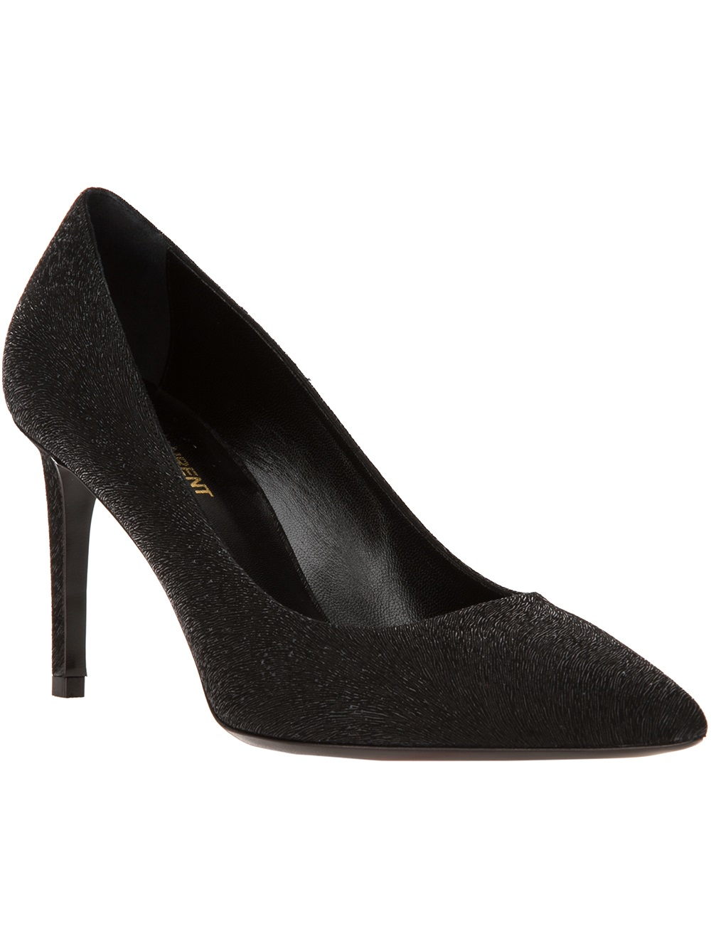Pointy toe shoes have been a statement of fashion for a long time and now they have certainly made a sharp comeback. There are different types of shoes with pointy toes like platforms, flats, pumps, stilettos, boots and ballerinas.