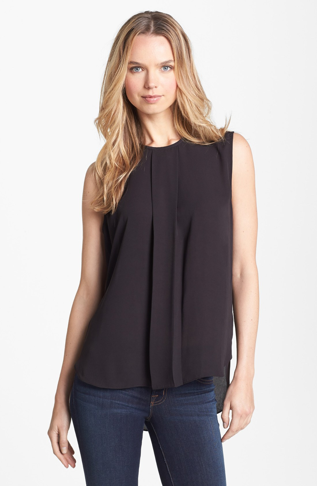 Sleeveless Pleated Blouse 104