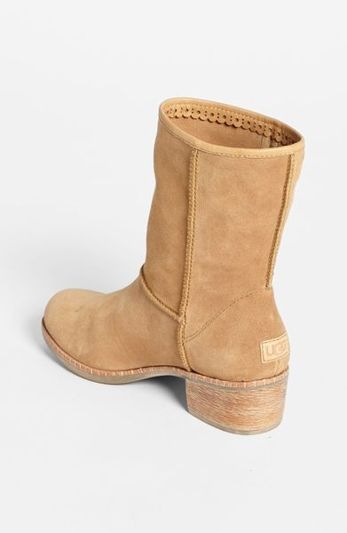 how to clean uggs in washing machine