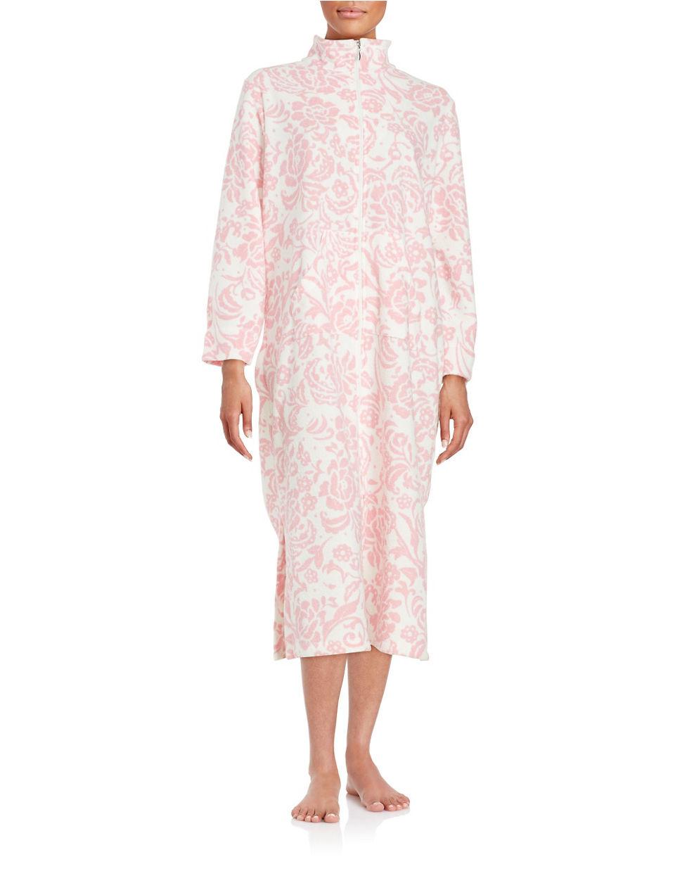foto de Miss Elaine Long Floral print Robe in Pink Lyst