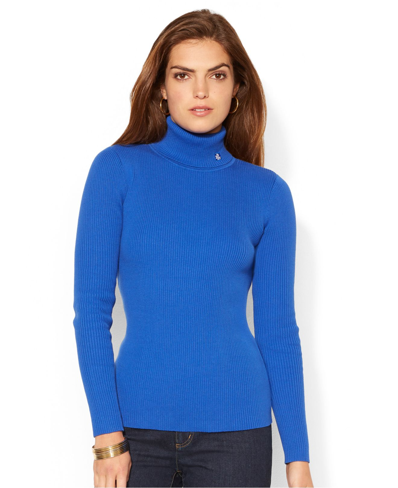 See how others are styling the I Am Chen Turtleneck Sweater - Blue. Check if your friends own the product and find other recommended products to complete the look.