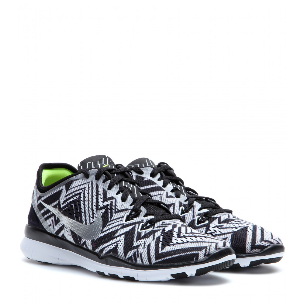 best website 61bce 183a7 black and white chevron nike free