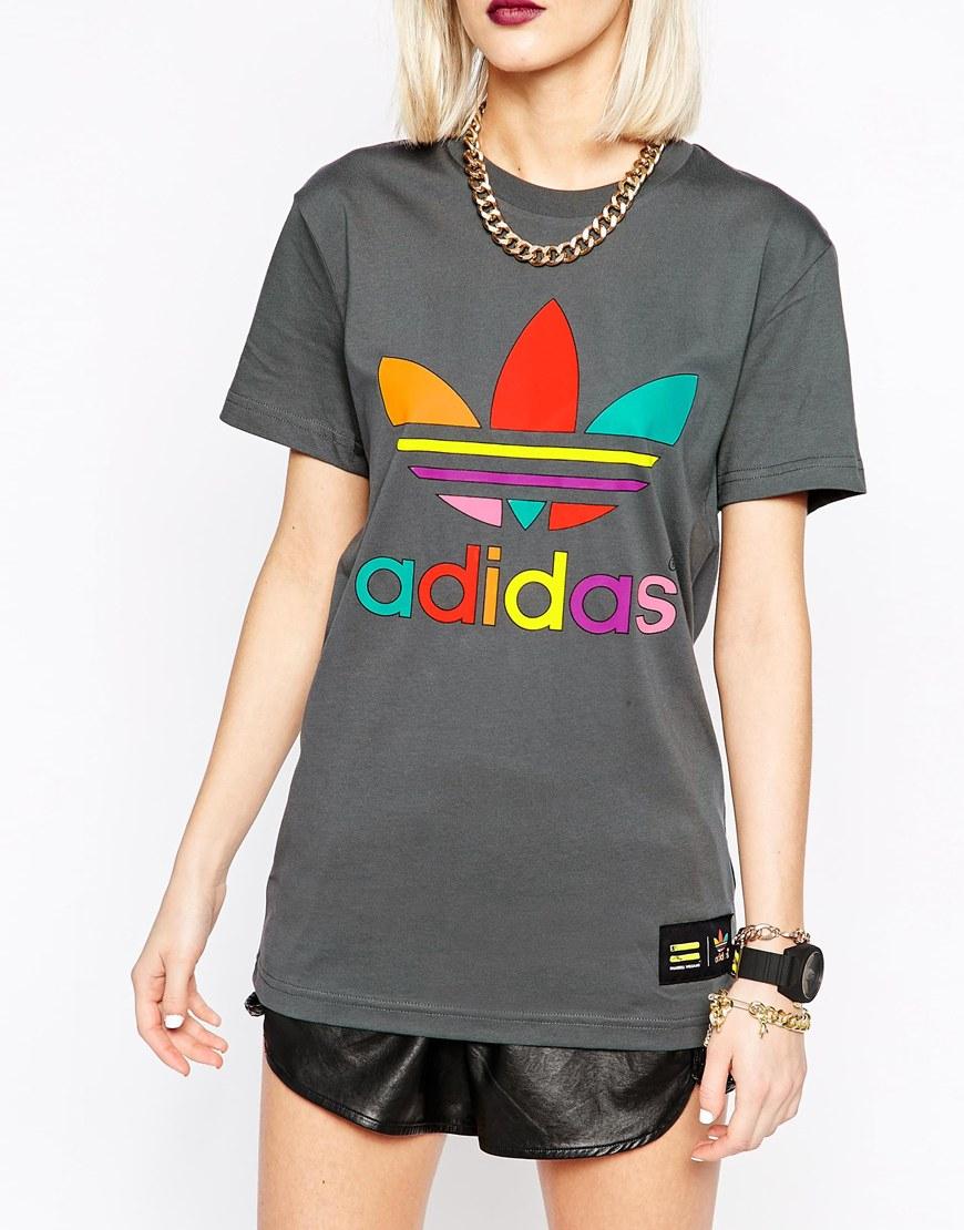 Lyst adidas originali x pharrell williams supercolor t - shirt in grigio.