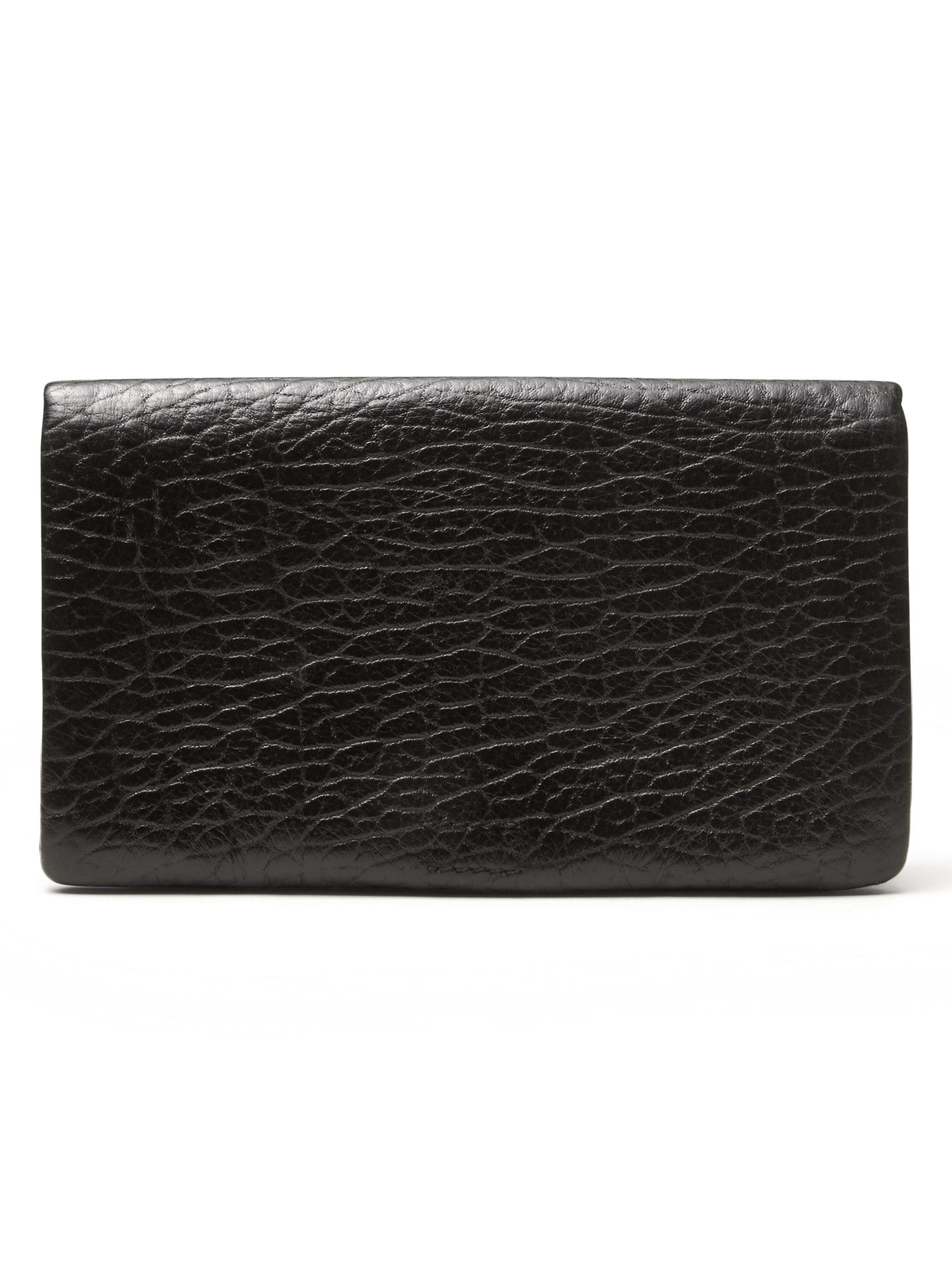Discover the sleek designs of men's bags & wallets at Banana Republic. Find stylishly tailored men's wallets and more.
