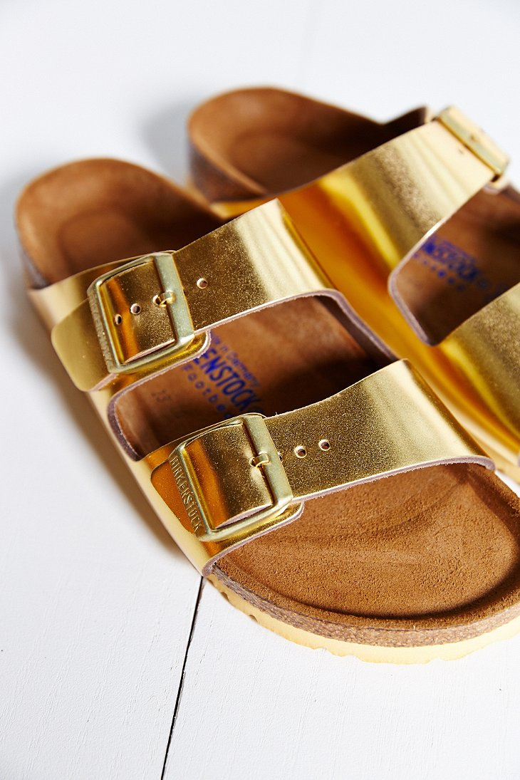 10 Gold Smoky Eye Tutorials For Fall: Birkenstock Arizona Soft Footbed Gold Metallic