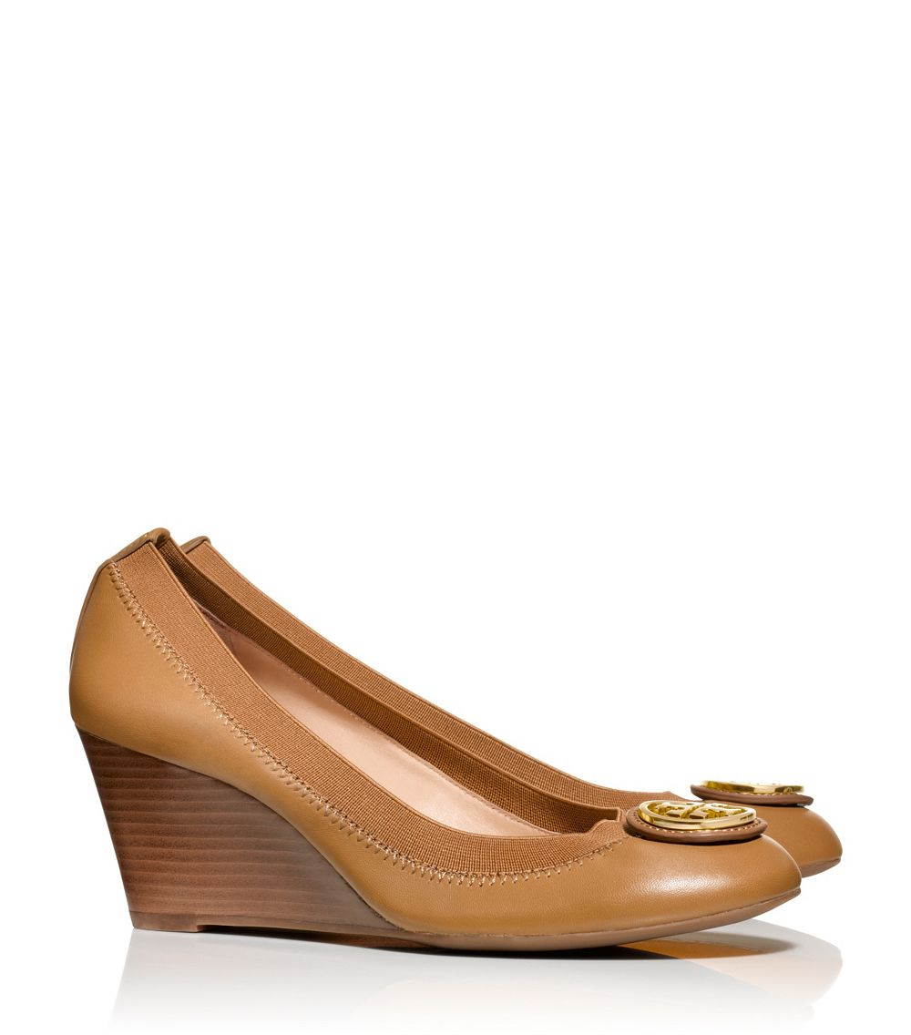 64b56395d75a2 Lyst - Tory Burch Caroline Wedge in Brown