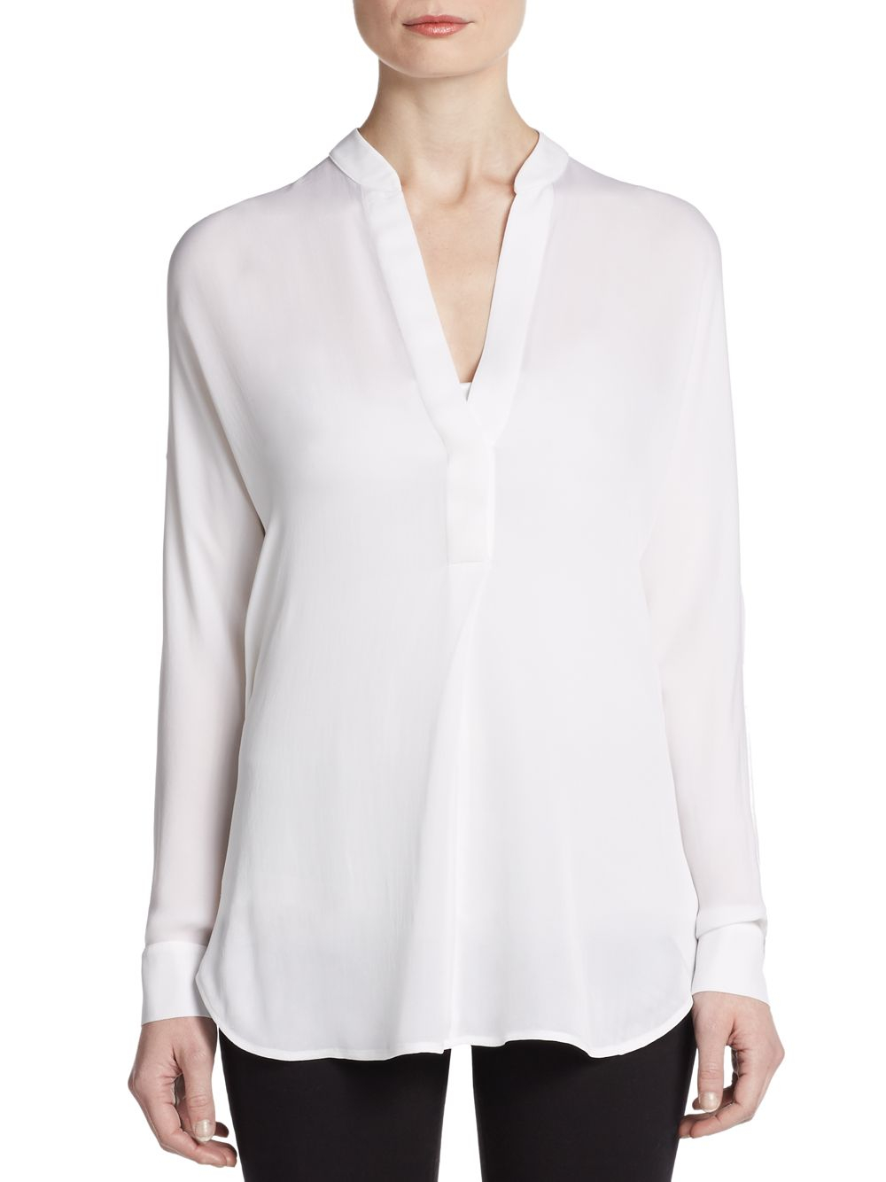 Model WOMEN SILK LONG SLEEVE BLOUSE  UNIQLO