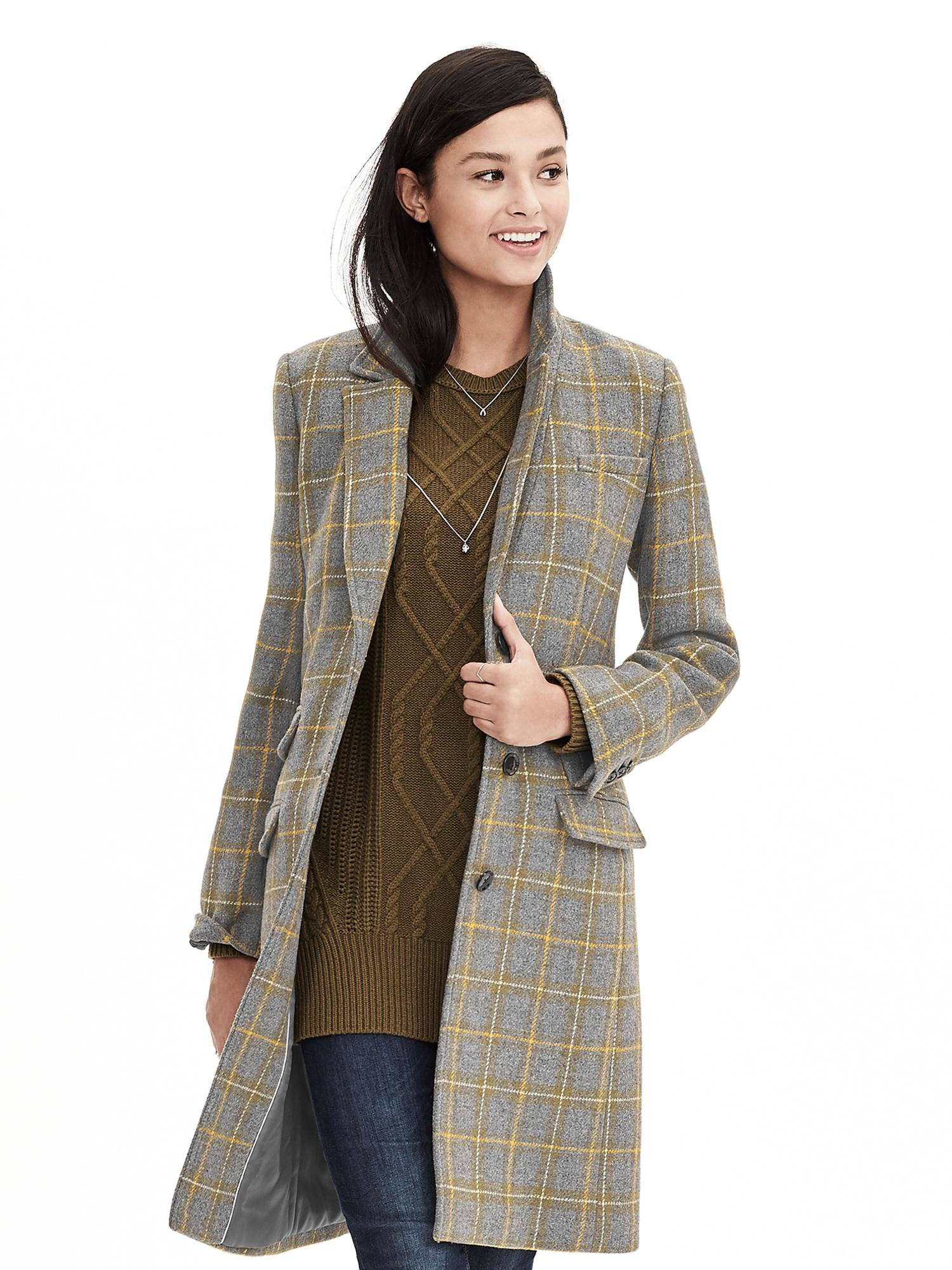 Shop the always fresh and fashionable jackets & coats for men and women at Banana Republic. They are perfect for unpredictable weather and action-packed days. We offer a variety of styles in a wide array of colors and fabrics that feature a flattering and modern fit.