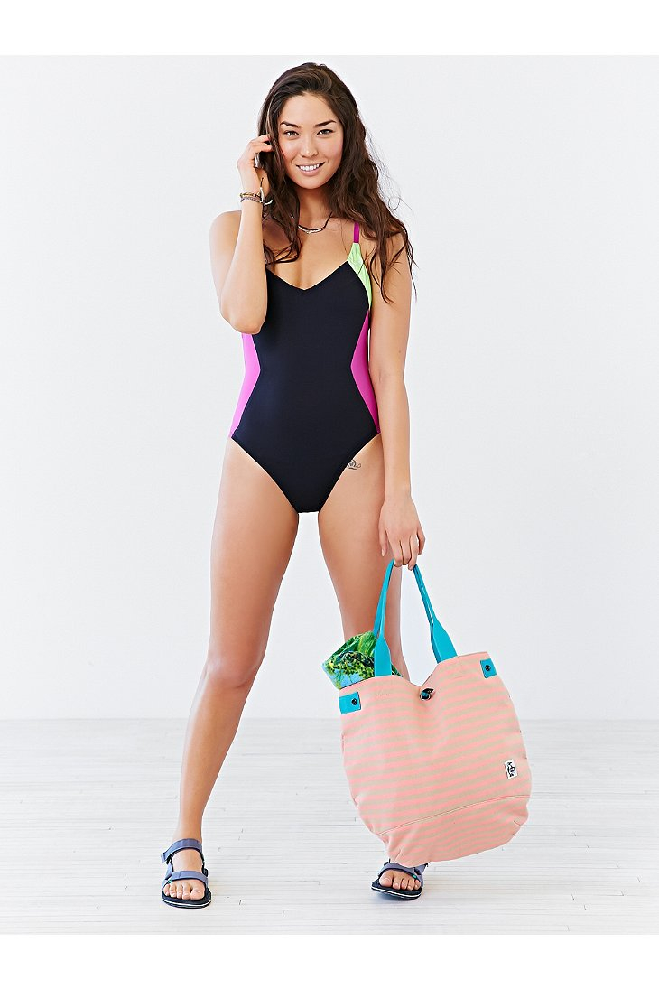 122799329a Nike Womens Plus Size Epic One Piece Swimsuit ✓ All About Costumes