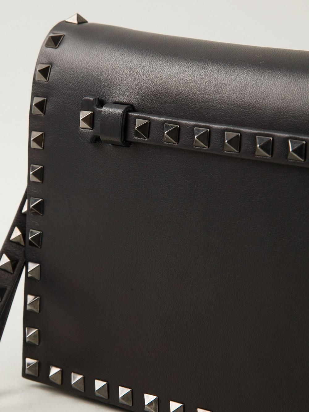 37700ddd8831 Lyst - Valentino Rockstud Clutch in Black