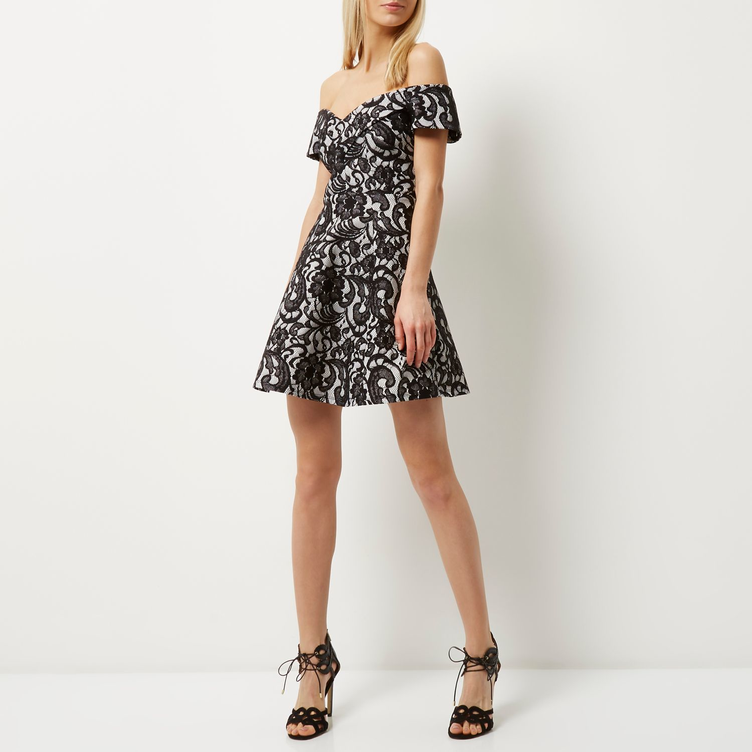 River Island now deliver to over countries worldwide for full details view our International delivery page.