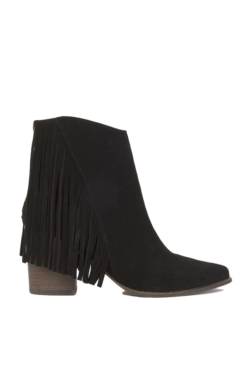 These fringe boots are a must have. They have a peep toe and are knee high. * Womens sizing suede knee high boots * 6 inch heels - 1 3/4 inch platform * Multiple layers of black fringe twist around shaft * Peep toe - Full back zipper * Matte black -.
