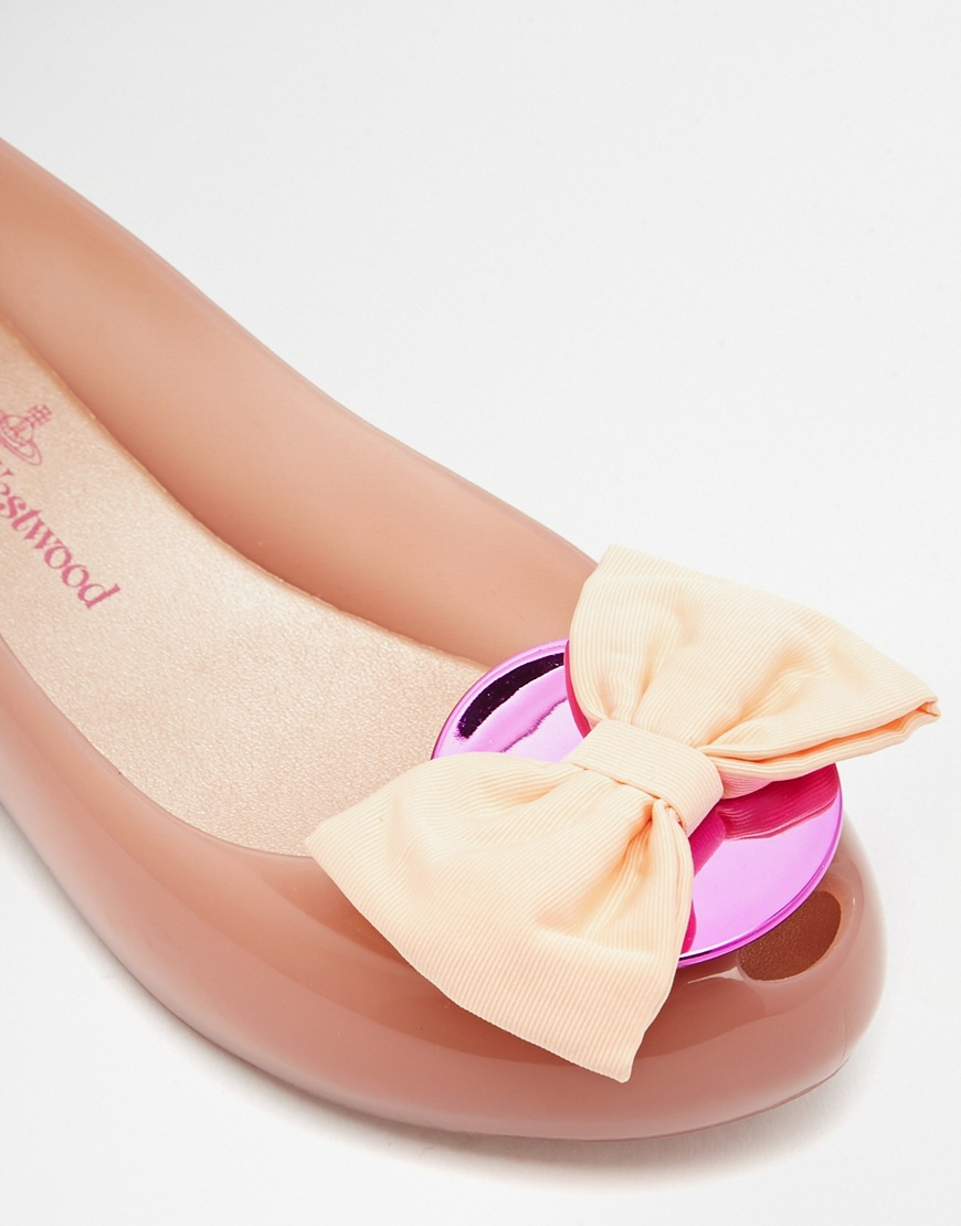 Romantic Blush Tieks are sure to make any girl blush! The lovely combination of sparkling silver and pale pink fashions one of our most feminine and beautiful flats. These Italian leather flats .