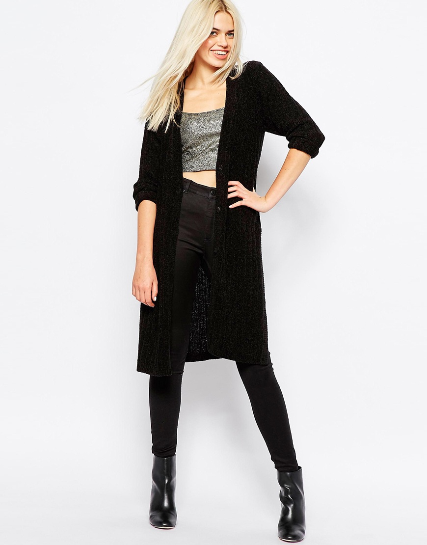 We've got a crush on the colour black because it's the colour that goes with everything. Wear head to toe black with black jeans or trousers, then top off your lock with a cute black top, knit or blouse. Chic!