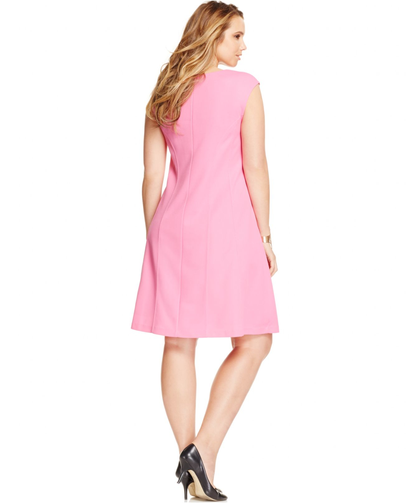 Pink Dresses. We love pink dresses!From pretty pastel shades to fabulous fuchsia hues, our lovely pink dresses are sure to sweeten up your daily outfits. Every girl needs a cute pink frock in her closet!Add feminine flair to every ensemble with our vintage-style pink dresses!