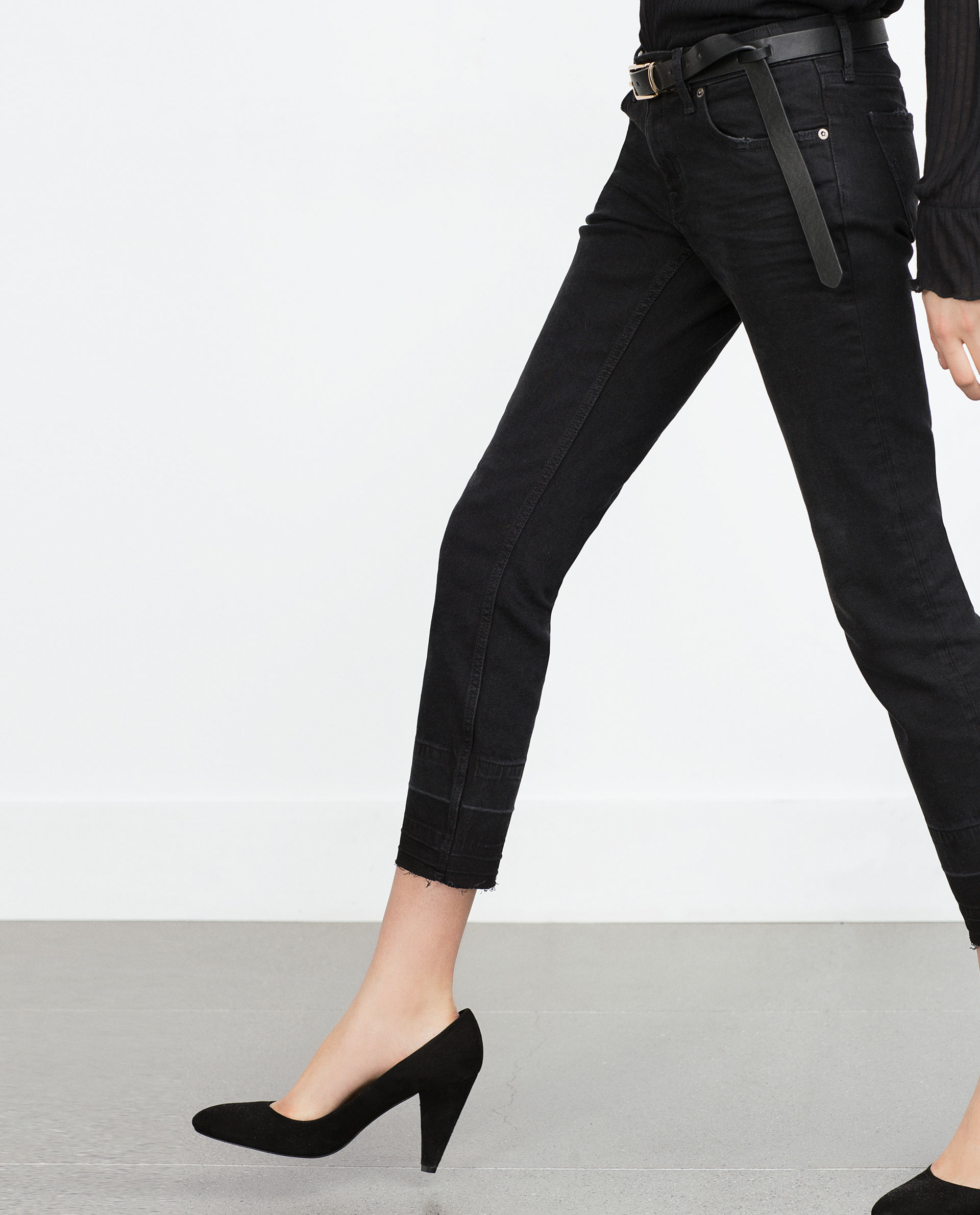 AG Jeans, the leader in premium designer denim for women, offers skinny, straight, boyfriend, cropped, cigarette, flare and bootcut jeans that comprise the modern woman's wardrobe. Build the foundation of your denim collection with our signature skinny jeans, The Legging or the high-rise Farrah Skinny.